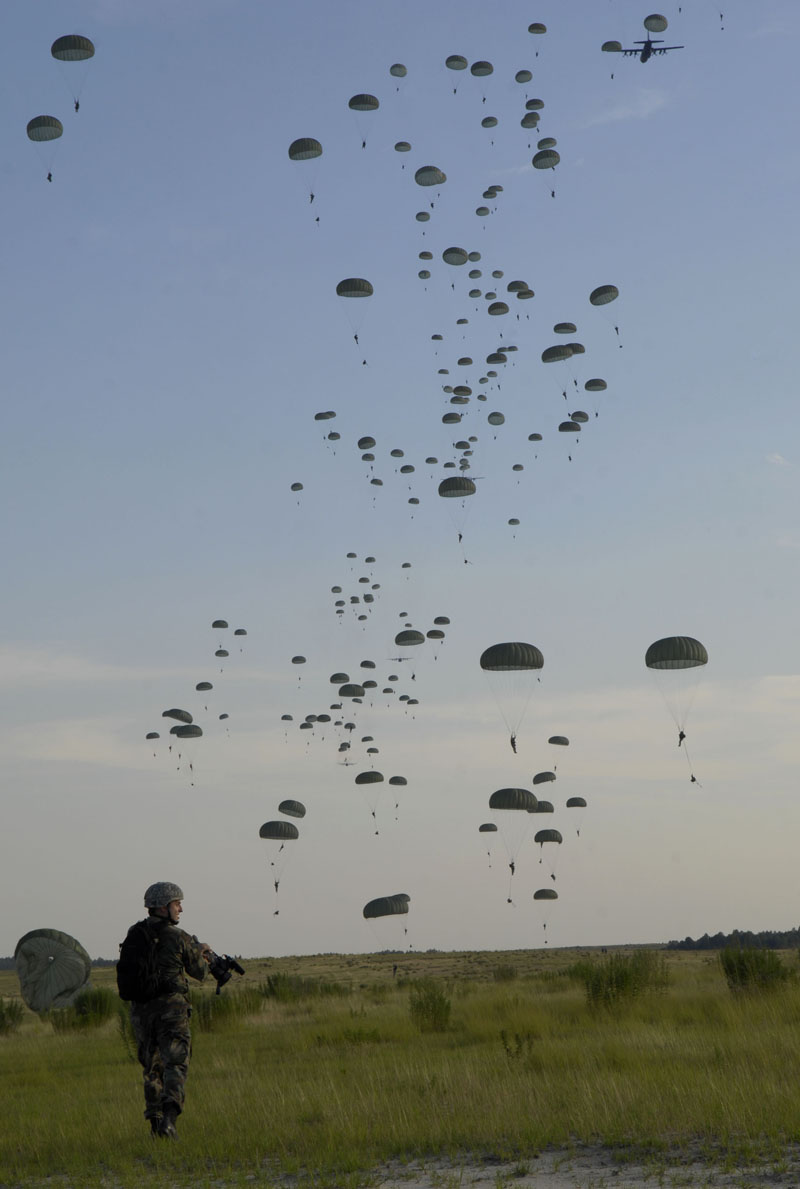 us paratroopers Picture of the Day: US Paratroopers