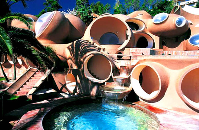 palais bulles palace of bubbles pierre cardin house antti lovag cannes 1 Postman Spends 33 Years Building Palace by Hand [25 pics]