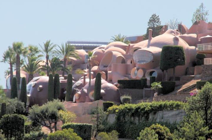 palais bulles palace of bubbles pierre cardin house antti lovag cannes 22 Pierre Cardins Bubble House Palais Bulles by Antti Lovag