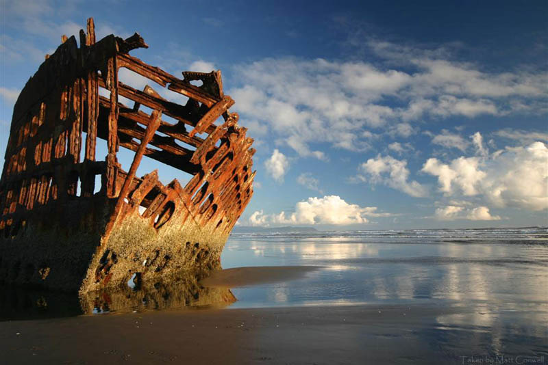 shipwreck oregon peter iredale 25 Haunting Shipwrecks Around the World