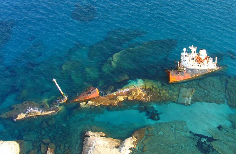 shipwreck by darth 25 Haunting Shipwrecks Around the World
