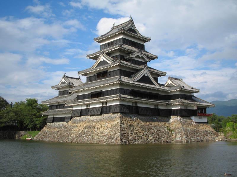 moat japan matsumoto castle 20 Stunning Japanese Gardens Around the World