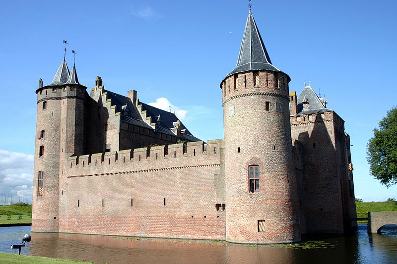 muiderslot castle netherlands moat 20 Impressive Moats Around the World