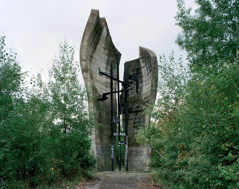 old monuments yugoslavia spomeniks jan kempenaers 18 Forgotten Monuments from the former Yugoslavia