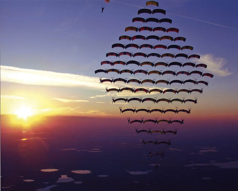 skydiving diamond formation canopy 81 skydivers nasa Picture of the Day: Diamond in the Sky