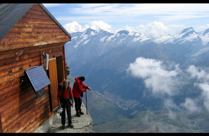 solvay hut matterhorn cabin at top of mountain switzerland Picture of the Day: Solvay. The Highest Hut on the Matterhorn