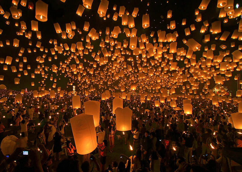 yee peng festival of lanterns chiang mai thailand The Top 50 Pictures of the Day for 2011