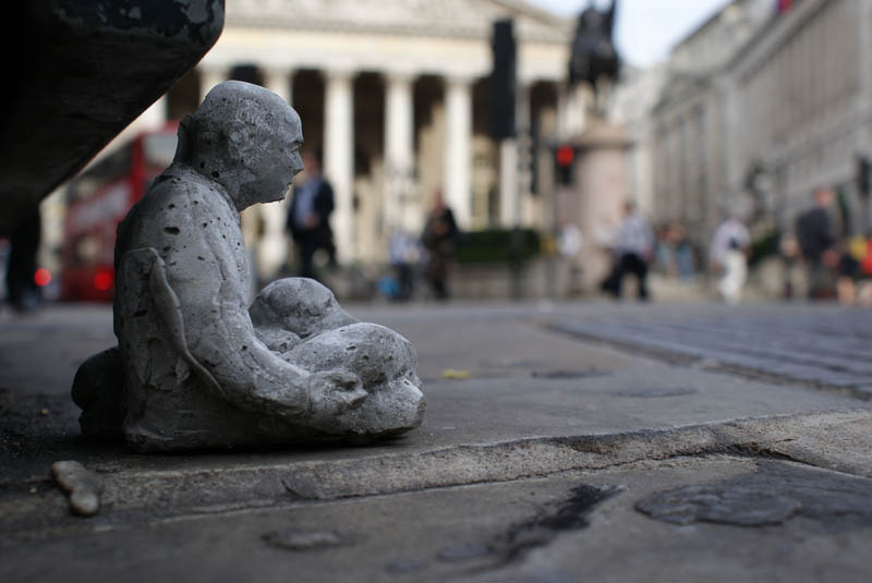cement miniature sculptures artist isaac cordal 6 Cleverly Placed Miniature Cement Sculptures by Isaac Cordal