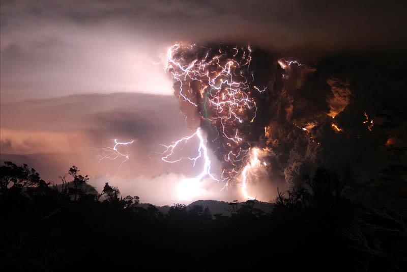chaiten volcanic storms eruption lightning 30 Incredible Photos of Volcanic Eruptions