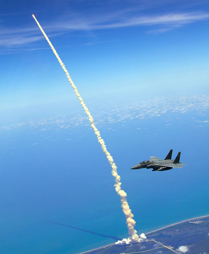 f15 trike eagles airplane and atlantis shuttle launch Picture of the Day: Best Seats in the House
