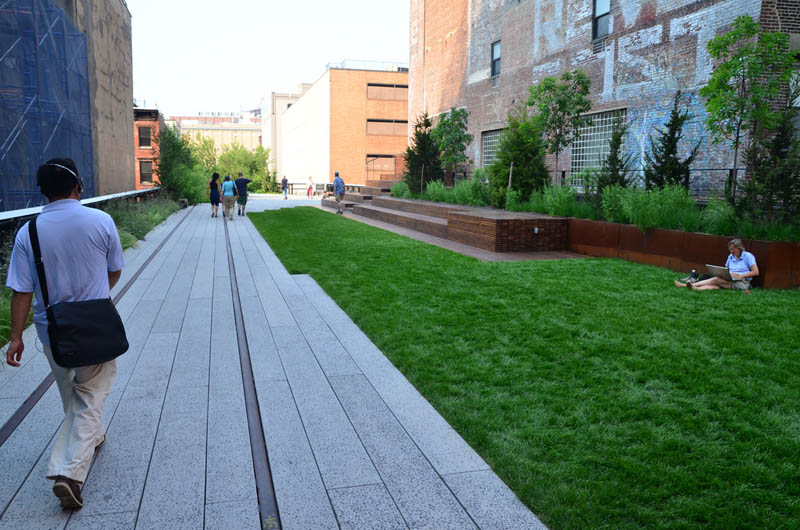 new york high line manhattan 4 The High Line: New Yorks Park in the Sky [25 pics]