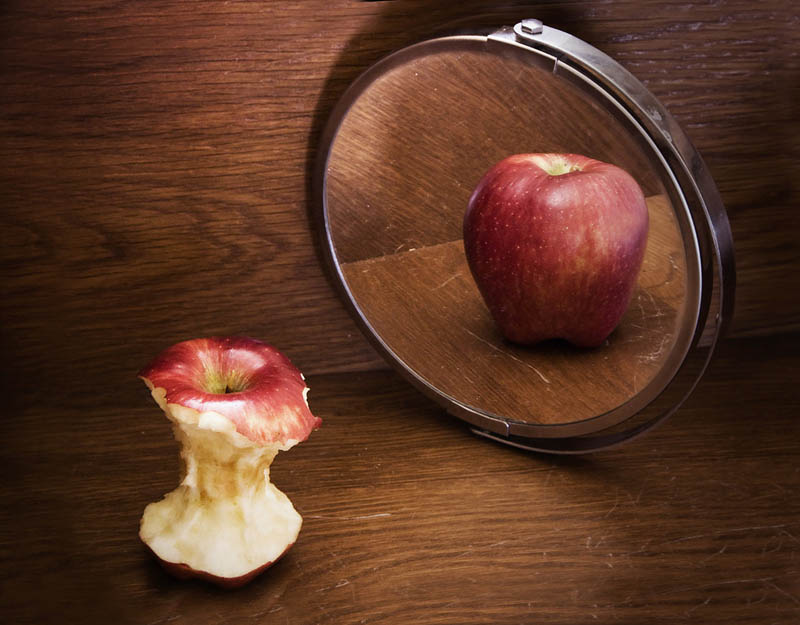 ������� ���� ����������!!!! apple-core-in-mirror