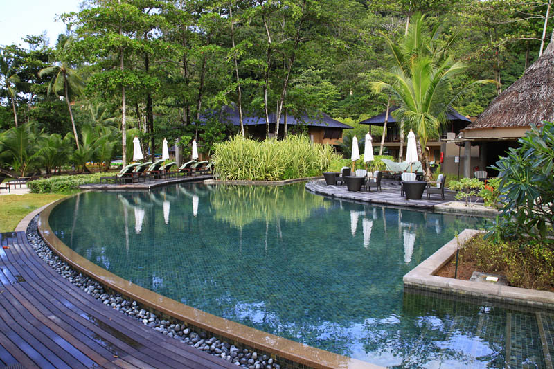 seychelles helios restaurant pool The Stunning Beauty of Seychelles [25 pics]