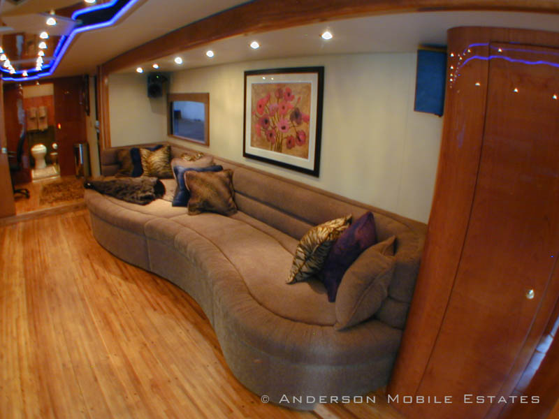 mobile homes for stars anderson 5 Anderson Mobile Estates: Luxury Trailers to the Stars