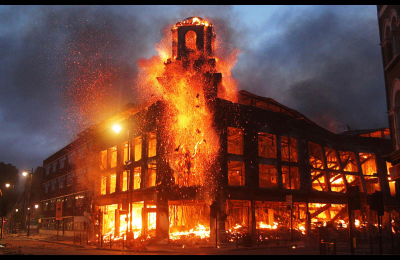 tottenham riots 2011 building on fire london aug 7 Picture of the Day: London Burning