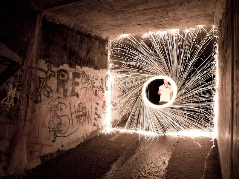 firewire steel wool on fire in tunnel Picture of the Day: Fun with Firewire (Steel Wool)