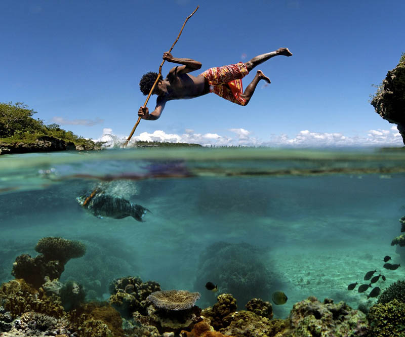 spearfishing mare new caldeonia Picture of the Day: Spearfishing in New Caledonia