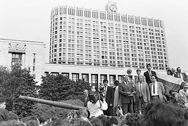 boris yeltsin 19 august 1991 standing on tank This Day In History   October 19th