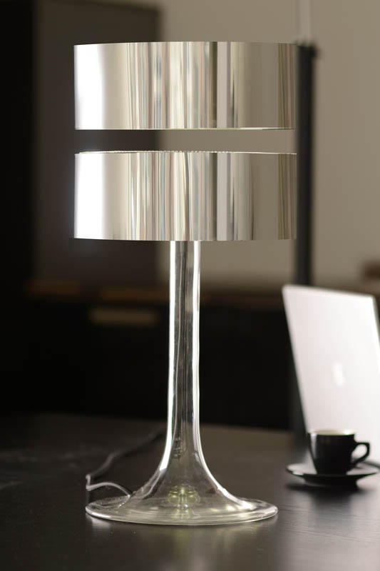 floating table desk lamp magnets 4 Floating Table Lamps are Awesome