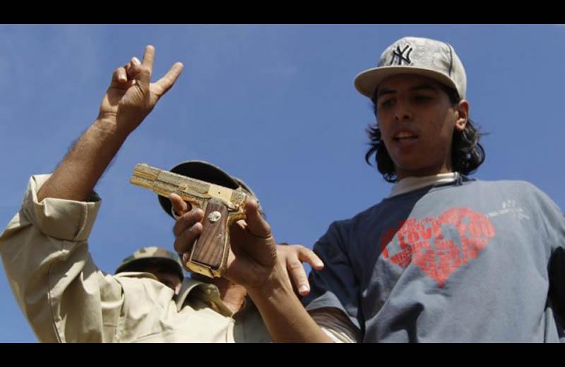 ghadaffi golden gun killed captured libya october 20 2011 Picture of the Day: The Golden Gun