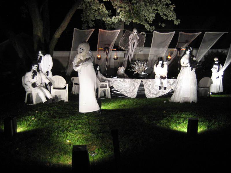 halloween front yard displays setups 11 15 Awesome Front Yard Halloween Displays