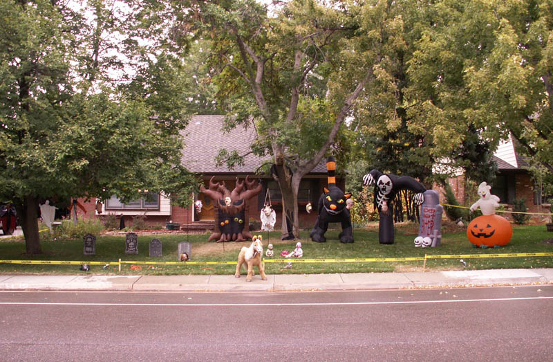 halloween front yard displays setups 19 15 Awesome Front Yard Halloween Displays
