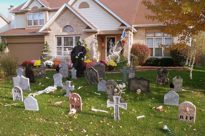 halloween front yard displays setups 20 15 Awesome Front Yard Halloween Displays