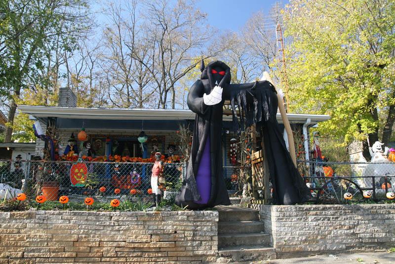 halloween front yard displays setups 3 15 Awesome Front Yard Halloween Displays