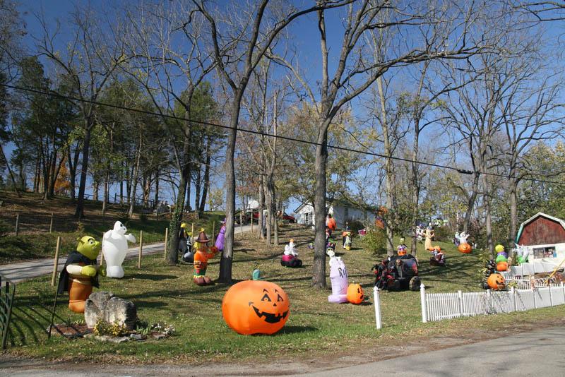 halloween front yard displays setups 4 15 Awesome Front Yard Halloween Displays