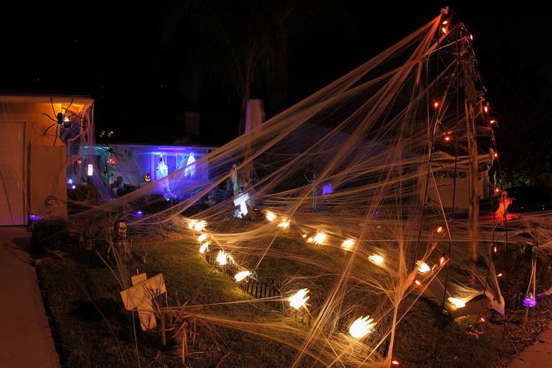 halloween front yard displays setups 7 15 Awesome Front Yard Halloween Displays