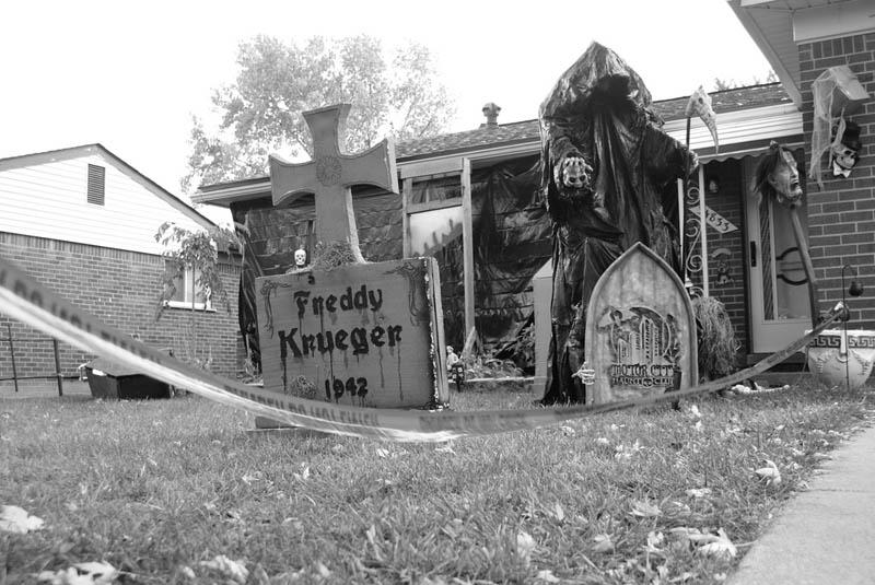 halloween front yard displays setups 9 15 Awesome Front Yard Halloween Displays