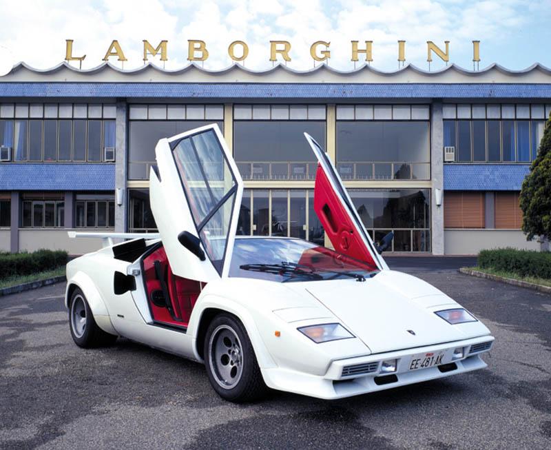 lamborghini countach 5000qv quattrovalvole 1985 1989 1 Lamborghini and Ferrari Unveil Latest Supercars