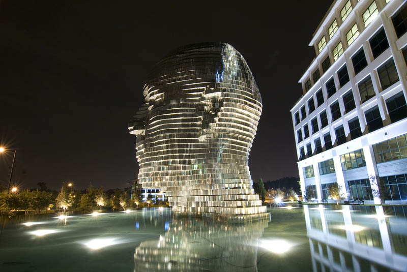 metalmorphosis david cerny stainless steel head sculpture north carolina 13 Metalmorphosis: Incredible Moving Sculpture by David Cerny
