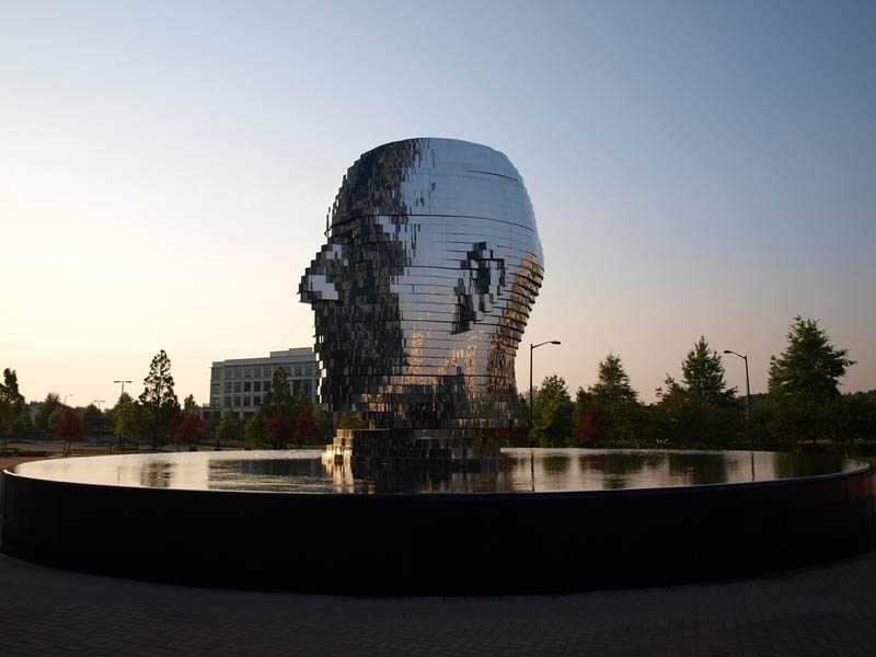 metalmorphosis david cerny stainless steel head sculpture north carolina 17 Metalmorphosis: Incredible Moving Sculpture by David Cerny
