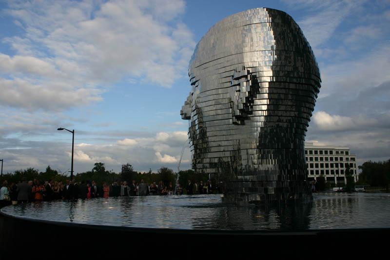 metalmorphosis david cerny stainless steel head sculpture north carolina 2 Metalmorphosis: Incredible Moving Sculpture by David Cerny