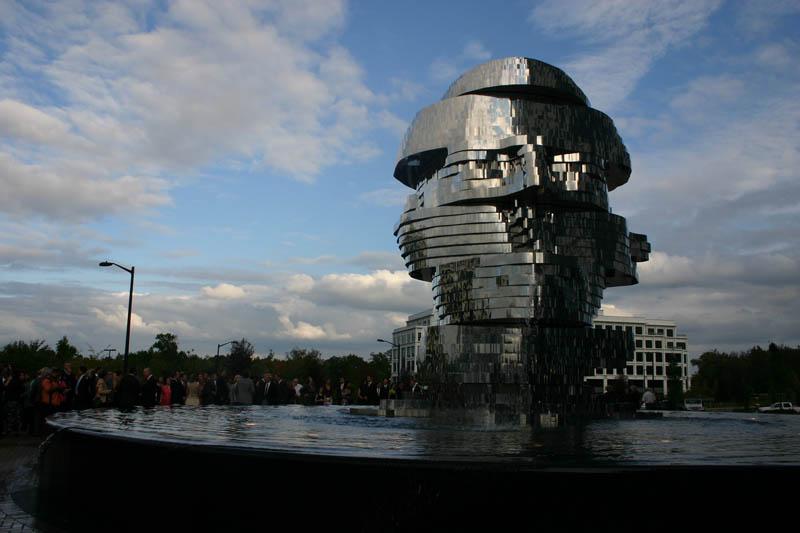 metalmorphosis david cerny stainless steel head sculpture north carolina 3 Metalmorphosis: Incredible Moving Sculpture by David Cerny