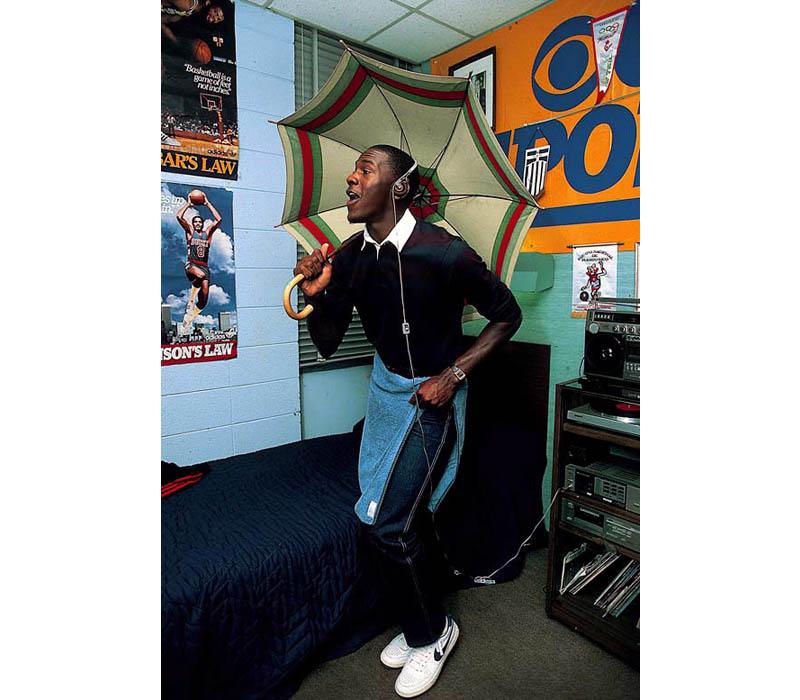 michael jordan college dorm room 1983 umbrella unc 2 Picture of the Day: Michael Jordan in His College Dorm Room, 1983