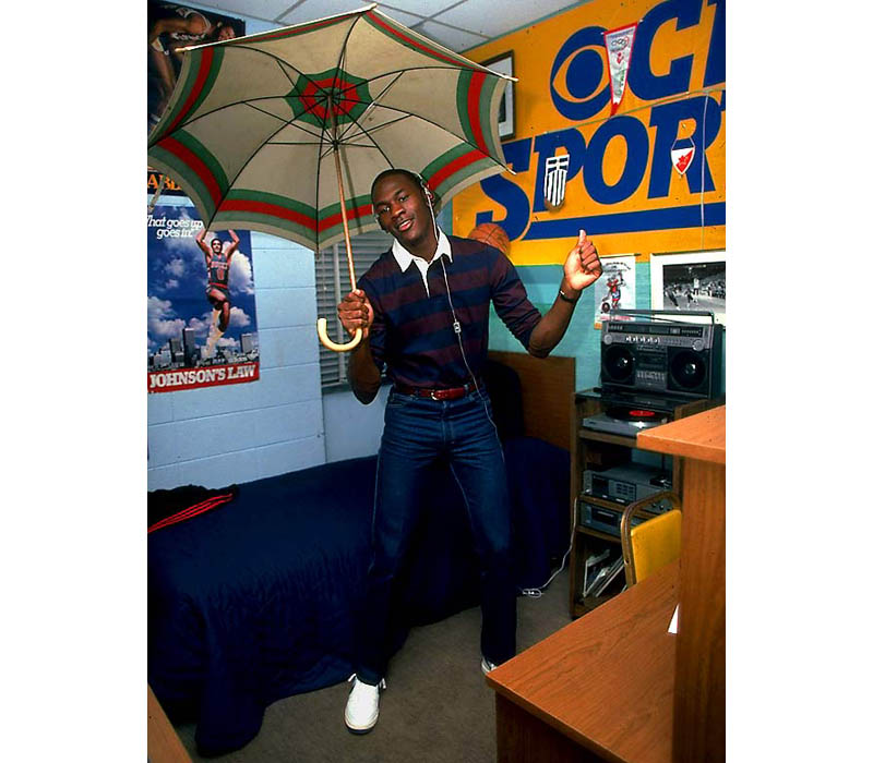 michael jordan college dorm room 1983 umbrella unc Picture of the Day: Michael Jordan in His College Dorm Room, 1983