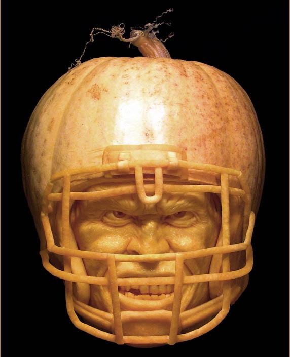 most amazing pumpkin carving ray villafane 6 10 Jaw Dropping Pumpkin Carvings by Ray Villafane