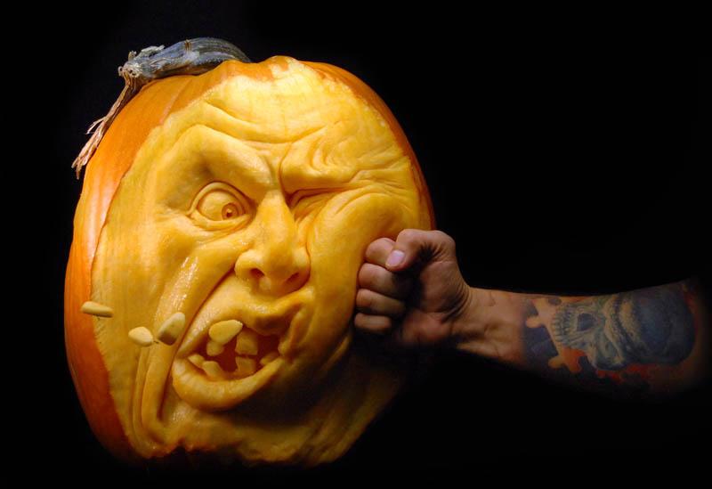 most amazing pumpkin carving ray villafane 7 10 Jaw Dropping Pumpkin Carvings by Ray Villafane