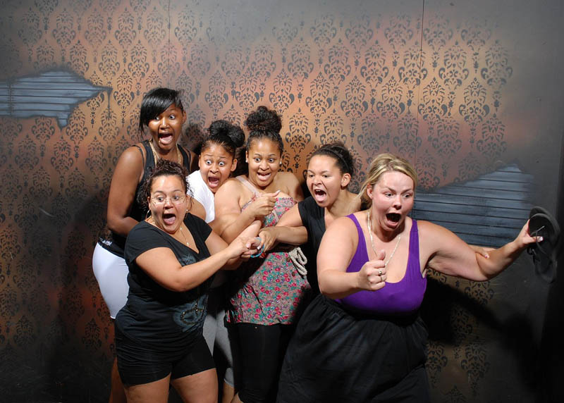 terrified people at nightmares fear factory 11 25 Mind Blowing Halloween Pumpkins