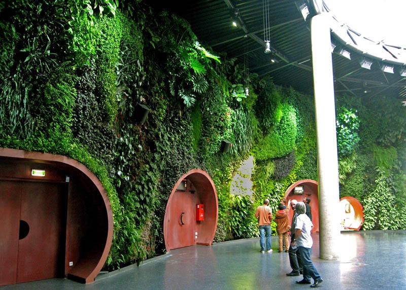 vertical wall garden astralia cite de l espace toulouse 1 15 Incredible Vertical Gardens Around the World