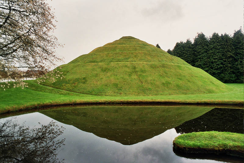 garden of cosmic speculation charles jencks 7 The Garden of Cosmic Speculation [23 pics]