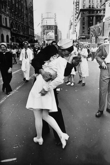 legendary kiss ve28093j day in times square alfred eisenstaedt This Day In History   November 23rd