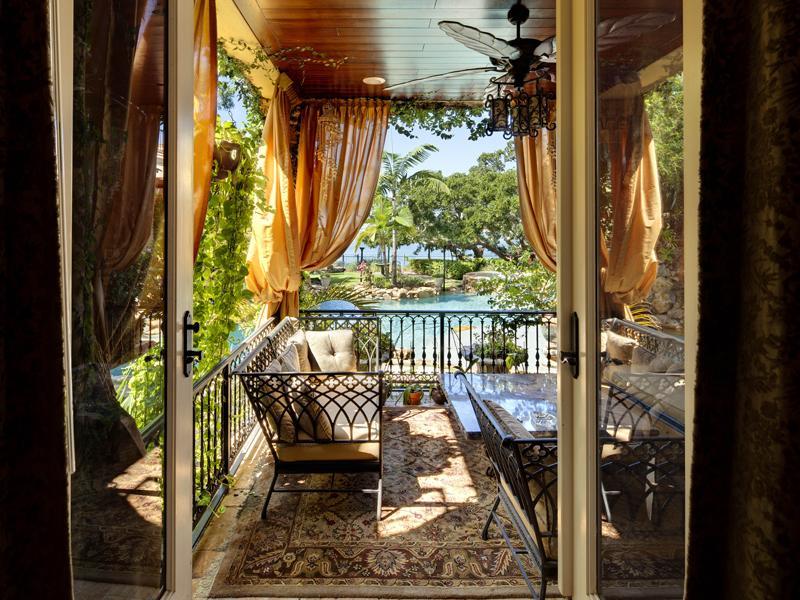 mediterranean moorish design 13 A Mediterranean Mansion with Moorish Flair [33 pics]