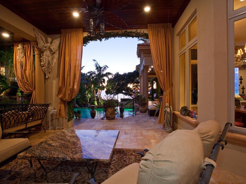 mediterranean moorish design 24 A Mediterranean Mansion with Moorish Flair [33 pics]