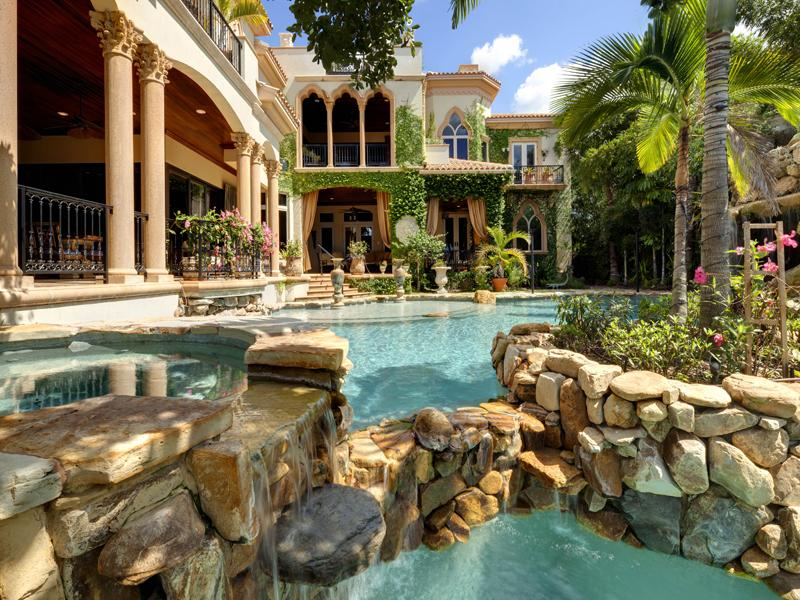 mediterranean moorish design 3 A Mediterranean Mansion with Moorish Flair [33 pics]