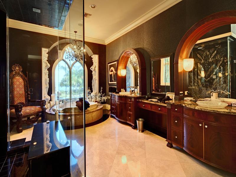 mediterranean moorish design 5 A Mediterranean Mansion with Moorish Flair [33 pics]