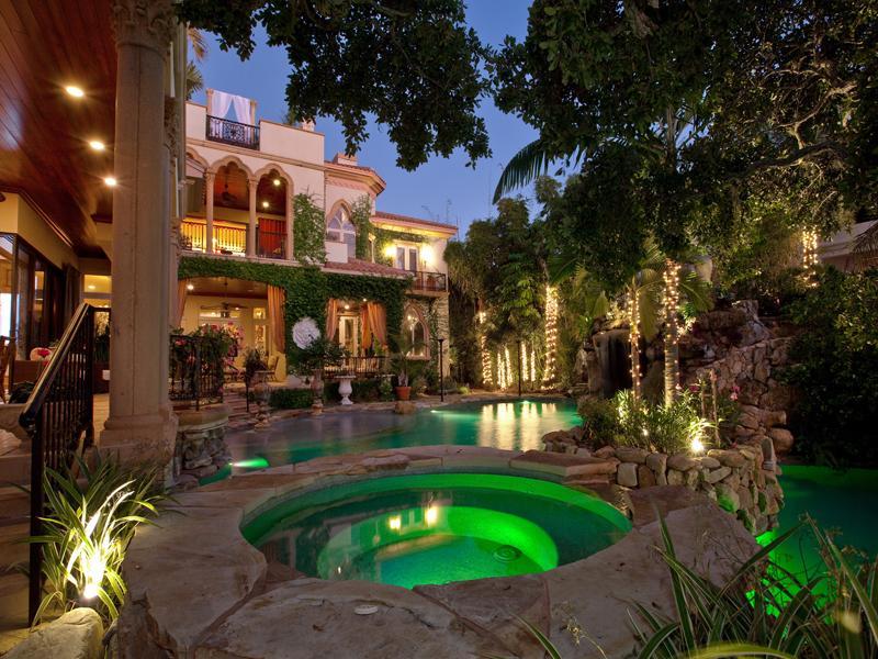 siesta key mansion sarasota florida 10 A Mediterranean Mansion with Moorish Flair [33 pics]