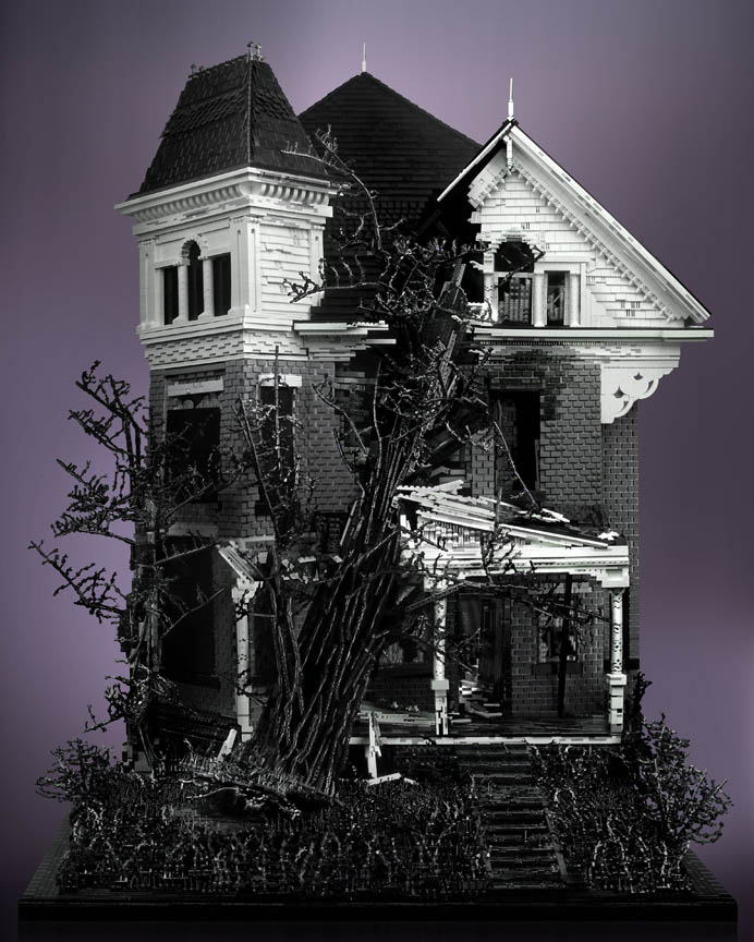 spooky haunted creepy abandoned victorian houses made of legos mike doyle 2 Spooky Abandoned Houses Made Entirely of LEGO
